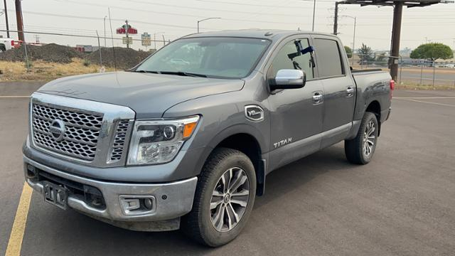 2017 Nissan Titan  photo