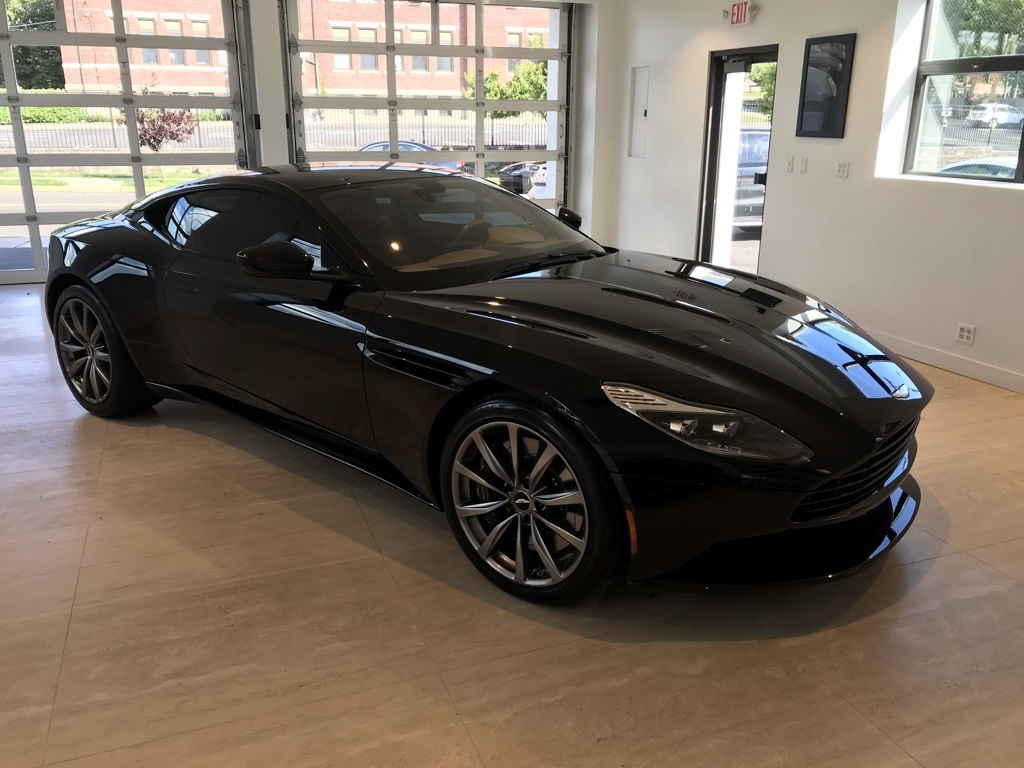 2018 Aston Martin DB11  photo