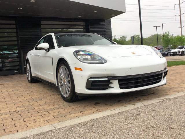 2019 Porsche Panamera photo