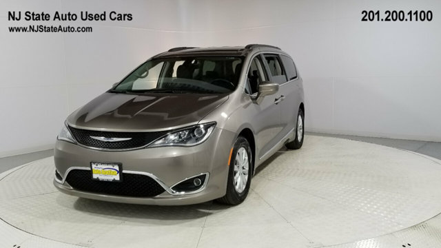 2017 Chrysler Town & Country Touring photo