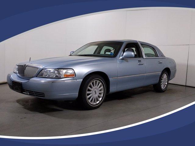 2005 Lincoln Town Car Executive photo