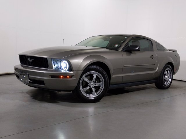 2005 Ford Mustang V6 Deluxe photo