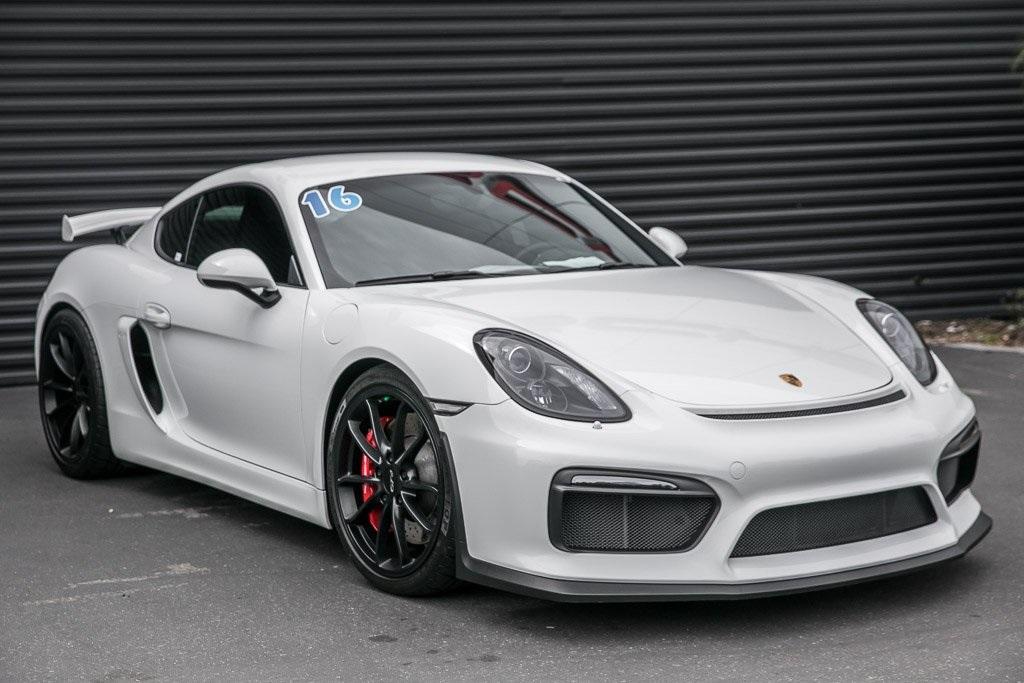 2016 Porsche Cayman photo
