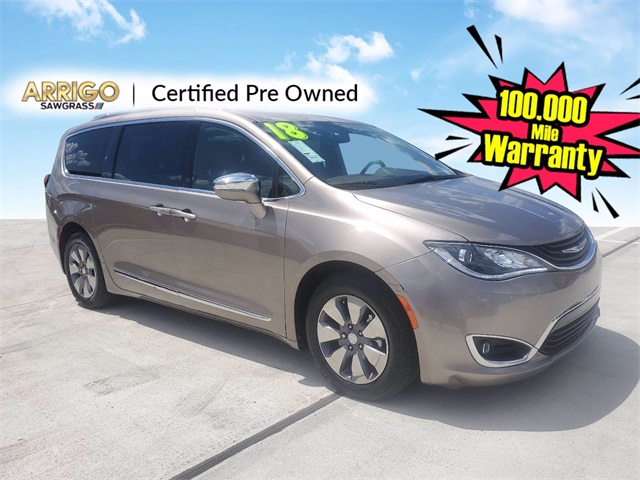 2018 Chrysler Pacifica Hybrid Limited photo