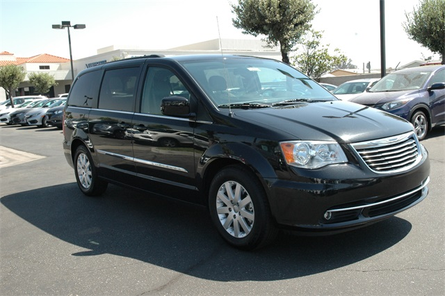 2016 Chrysler Town & Country Photo