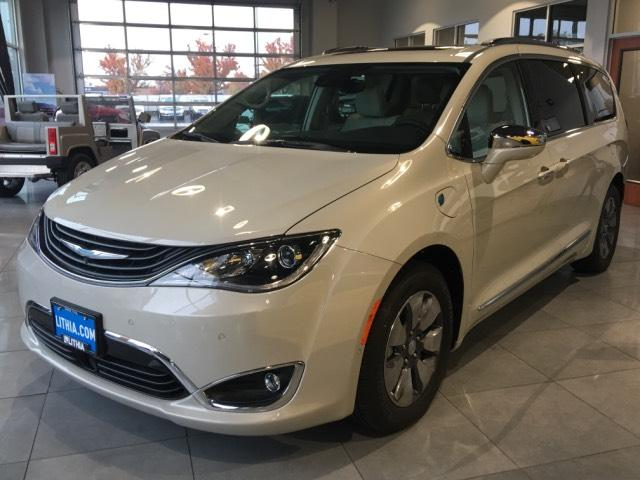 2017 Chrysler Pacifica Hybrid for sale in Kennewick