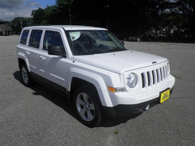new and used white jeeps for sale in auburn maine me. Black Bedroom Furniture Sets. Home Design Ideas