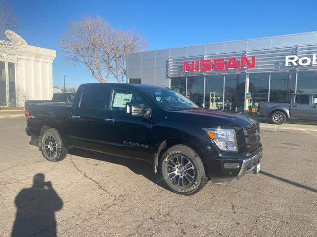 2020 Nissan Titan  photo