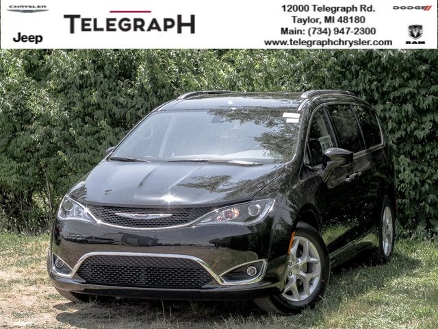 2017 Chrysler Town & Country Limited photo