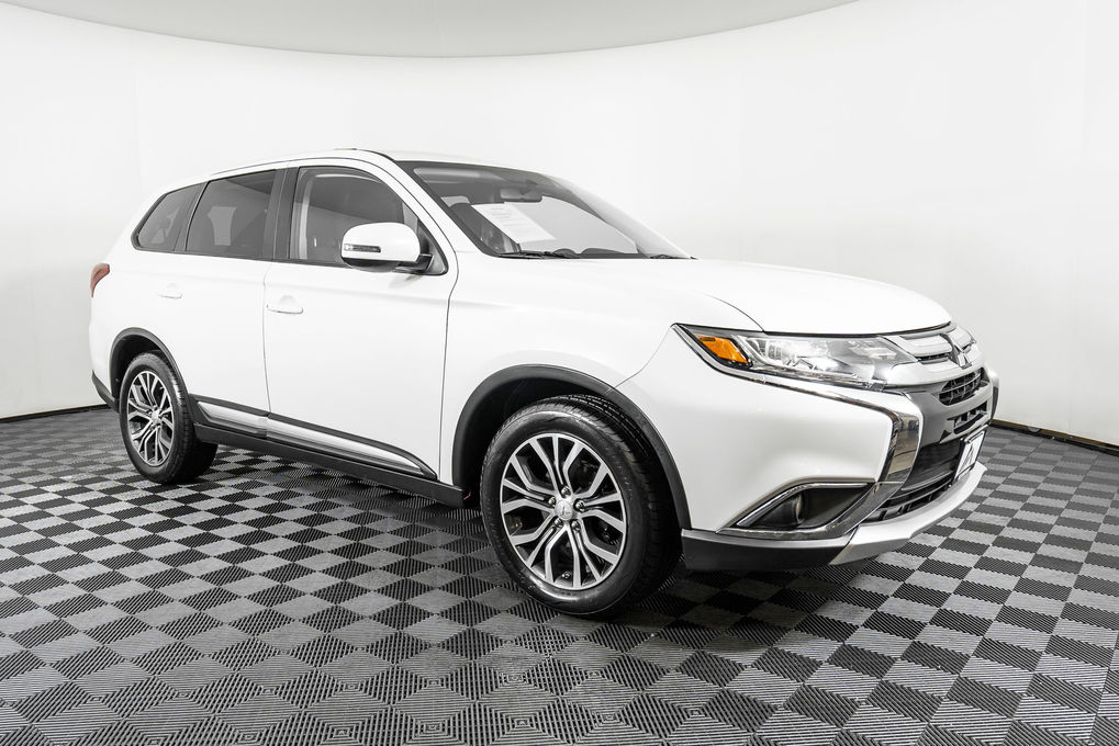 2017 Mitsubishi Outlander SE photo