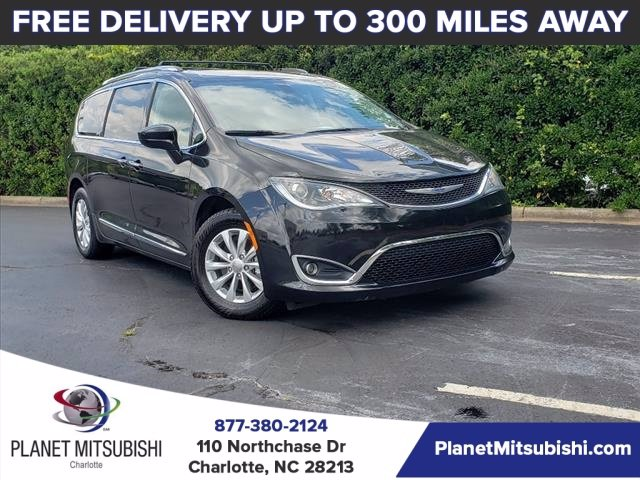 2019 Chrysler Town & Country Touring photo